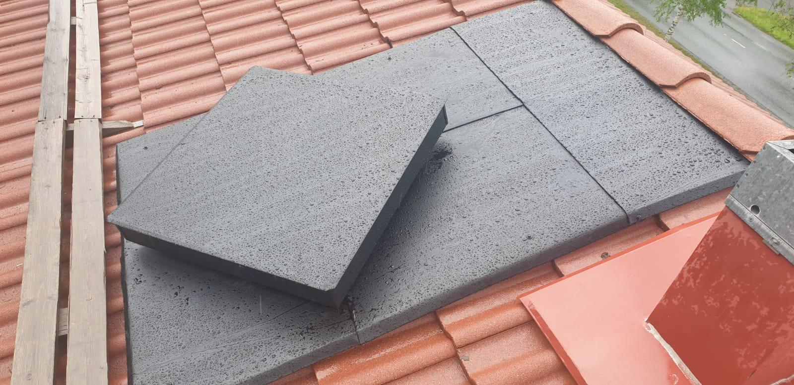 Kattoluukun korjaus katolla